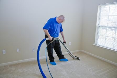 carpet-cleaning-bloomington-il-professional-man